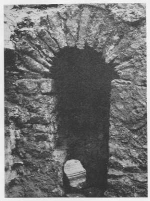 FIG. 28. LINCOLN. SEWER UNDER BAILGATE